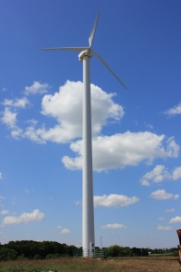 A wind turbine allows the Jeff-Leen Farm in Random Lake, Wis., to get a reduced rate on its electricity.